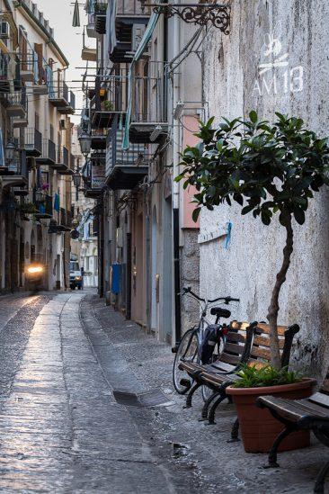 ráno v uličkách v Cefalù