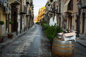 ráno v uličkách Cefalù