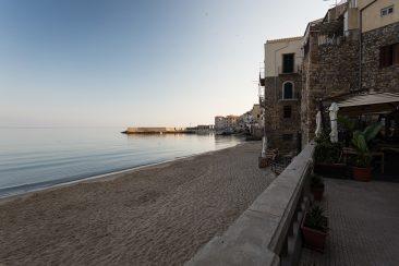 ráno na pláži v Cefalù