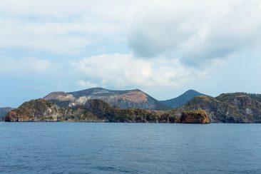 vulkanické pobrežie Eolských ostrovov (Lipari)