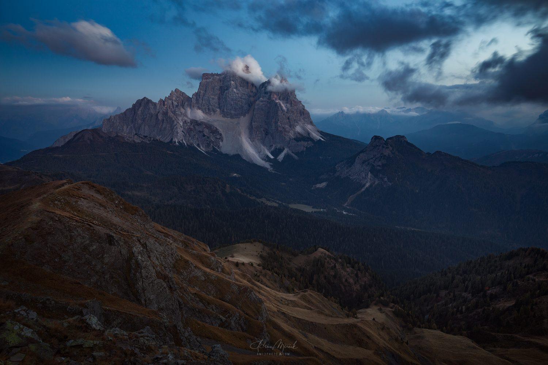 Pomaly padá noc na Monte Pelmo (3 168 m)