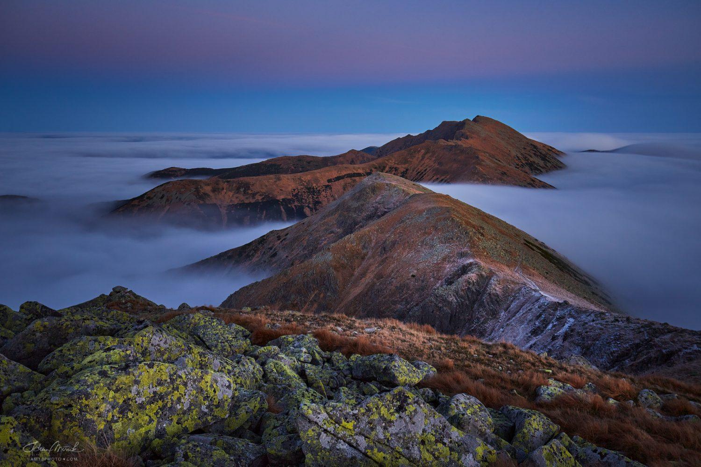 Modrá hodinka a posledné svetlo na hrebeni Nízkych Tatier