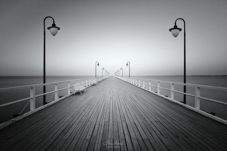 Baltic pier, pobrežie Baltického mora